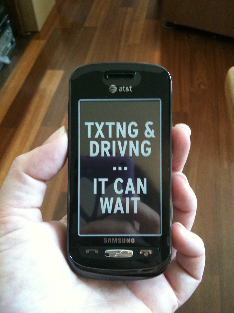 texting while driving | Lisa Padilla | Flickr
