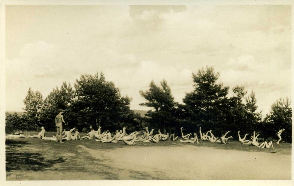 Freikörperkultur - Freisonnland Nudist camp, Motzenmuhle Berlin   1930s postcard