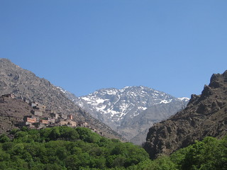 Looking up at Aremd and Mount Toubkal (جبل توبقال‎) on the walk from Imlil to Aremd | by Mary Loosemore