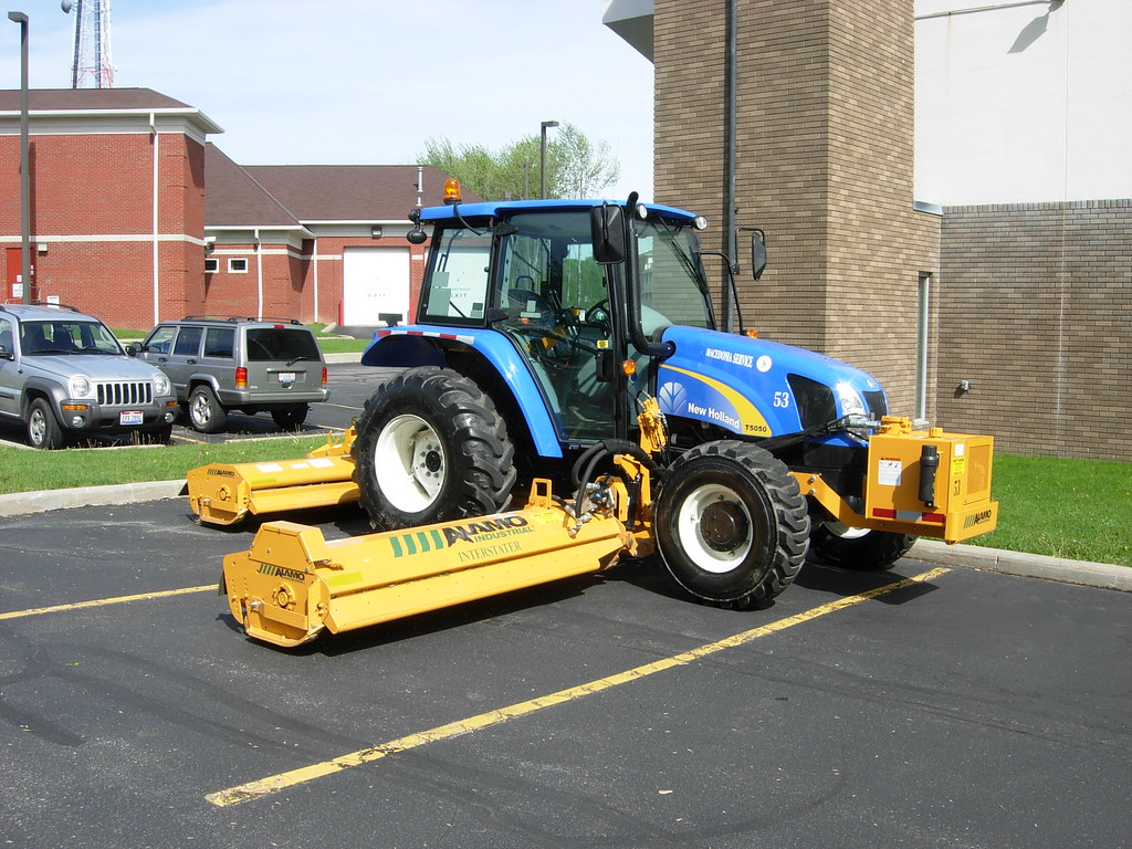 Macedonia, Oh Roadside Mower | 2008 New Holland tractor with