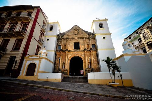 Iglesia a las puertas de la ciudad | by DanielSan98