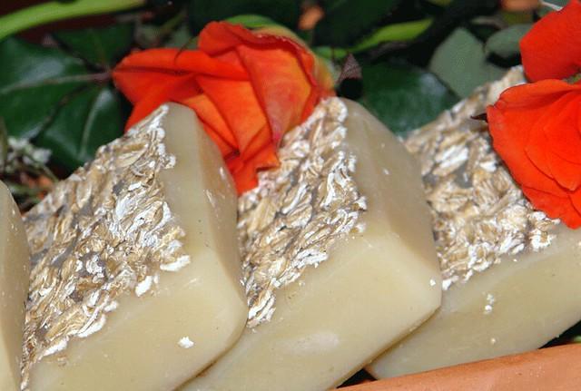 Sapun sa medom, jogurtom i  eteričnim uljima kedra i pomorandže