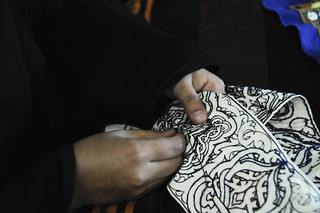 A woman embroiders the belt to hold the traditional  jambia   by World Bank Photo Collection