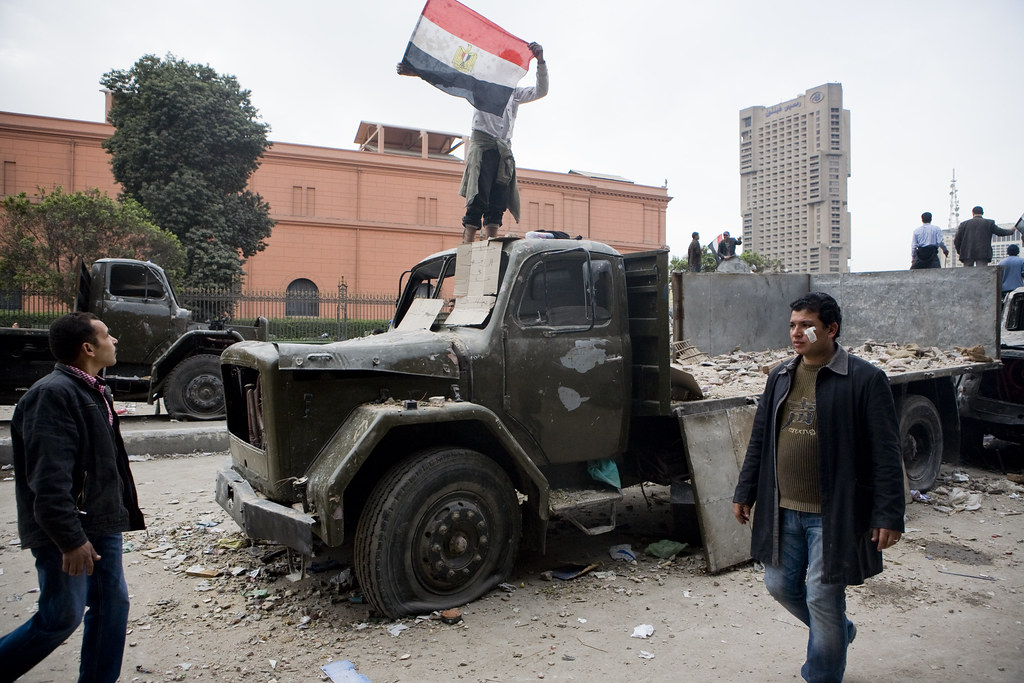 Barricades at Tahrir Sq entrance متاريس لحماية الإعتصام