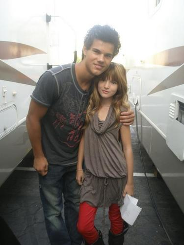 Bella Thorne Taylor Lautner Say Thanks Just Rares Photos