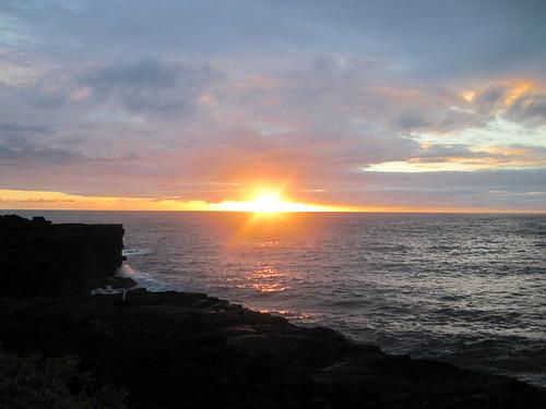 cliff usa rock point island hawaii lava big waves unitedstatesofamerica cliffs shore crashing kahunapulej kahunapule kaloli