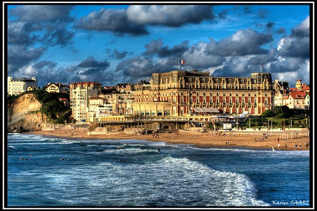 l'hôtel du palais et la grande plage de biarritz par Karim SAARI