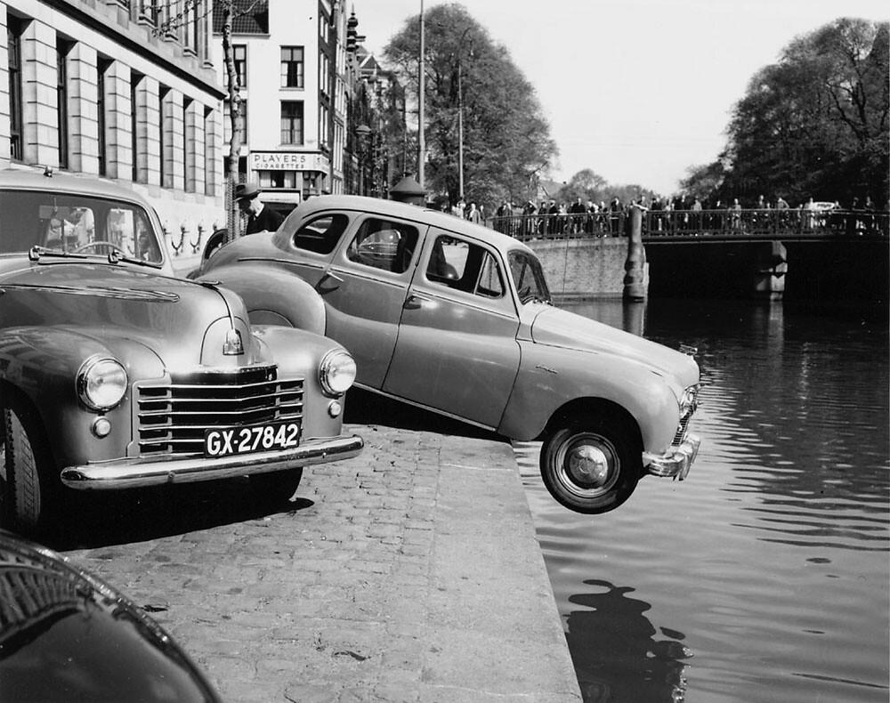 04 25 195210518 Singel Auto Op Het Kantje Af Voor Het Ge