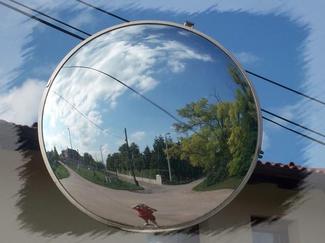 Streat detail with mirror-Siófoki utcarészlet tükörrel