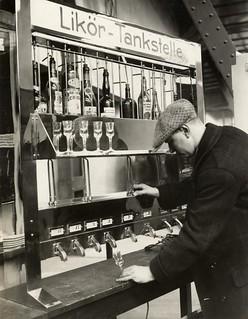 Drank-automaat voor likeur / Liquor machine on the Leiziger Messe
