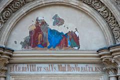 Bejárat felette freskótöredék