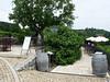 Z terasy viničního domku je krásný výhled dolů na vinici a Trojský zámek, foto: Petr Nejedlý