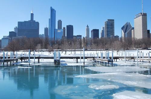 USA 2010 winter trip:  Chicago skyline seen from iced Lake Michigan wharf | by Fernando Mandujano Bustamante