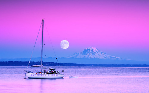 seattle sunset summer sky moon landscape island boat washington nikon soft village purple harvest july full mount filter moonrise lee rainier sound nikkor buck blake mtrainier puget yatch waterscape tillicum 2485mm gnd f284 d700 markjosue