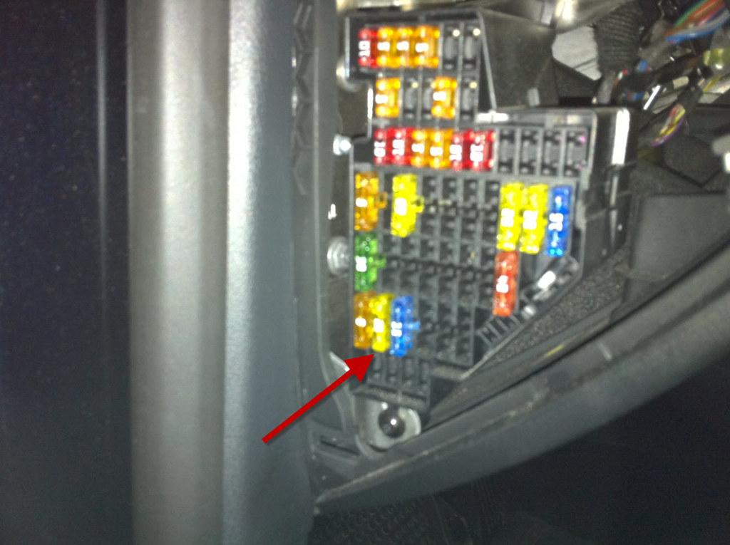 Vw 2007 B6 Passat Driver Side Fuse Panel