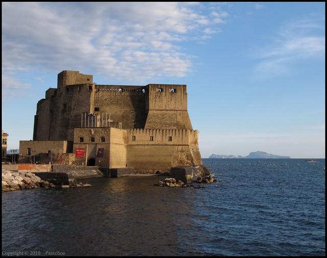 Naples  :  Castel dell'Ovo / Capri