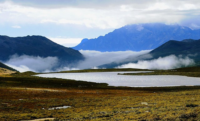 Even the lakes are higher than the clouds in Tibet