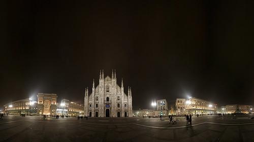 Piazza del Duomo, Milan | by Jon and Lu