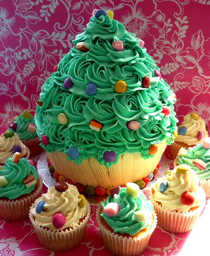 Thanksgiving Ceremony Giant Cupcake And Cakes This Is A