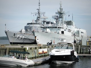 BNS Independencia and HMCS Toronto