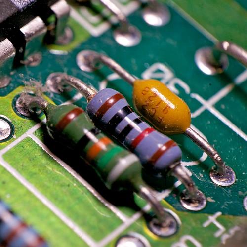 Resistors with reverse macro