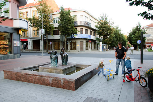 street city sunset sculpture playing fountain animal bicycle kids bronze children fun europe downtown dad walk tricycle father small young pedestrian center pelican baltic figure photowalk northern lithuania vilnius siauliai lietuva vilniaus gatve šiauliai