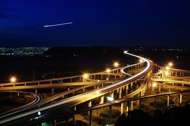 in Taiwan Taichung . 台灣台中 .Look , falling star ... oh~no~~   it's airplane  看.流星...阿不是...是飛機~~