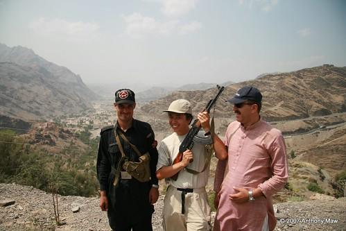 travel pakistan afghanistan tourist adventure ak47 selfie khyberpass gadventures