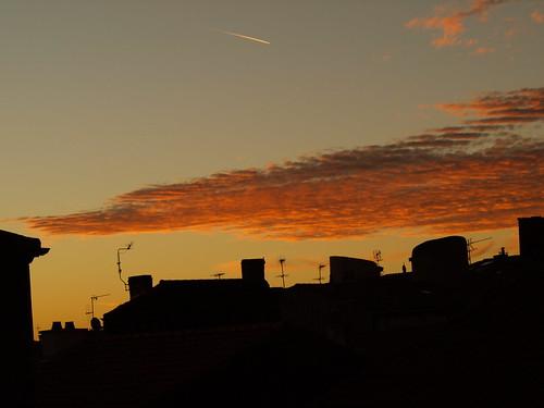 roof sky france contrast sunrise fire ciel auvergne beaumont leverdesoleil