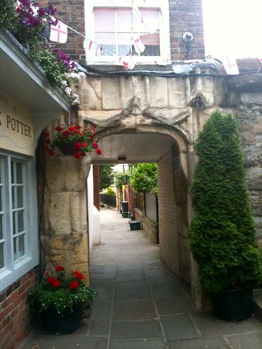 Gate leading into Gloucester Cathedral | by Tip Tours