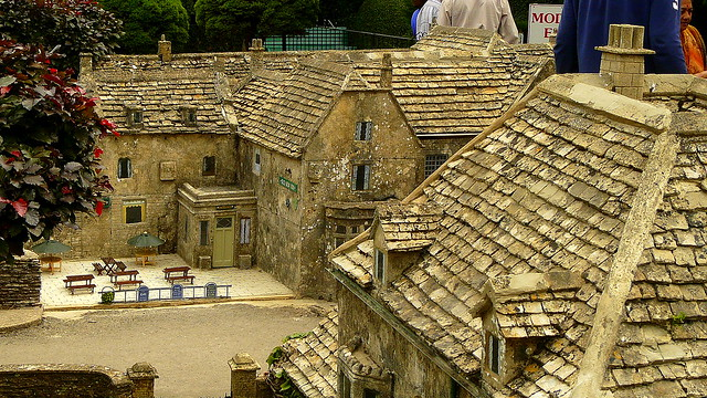 Bourton on the water model village 4