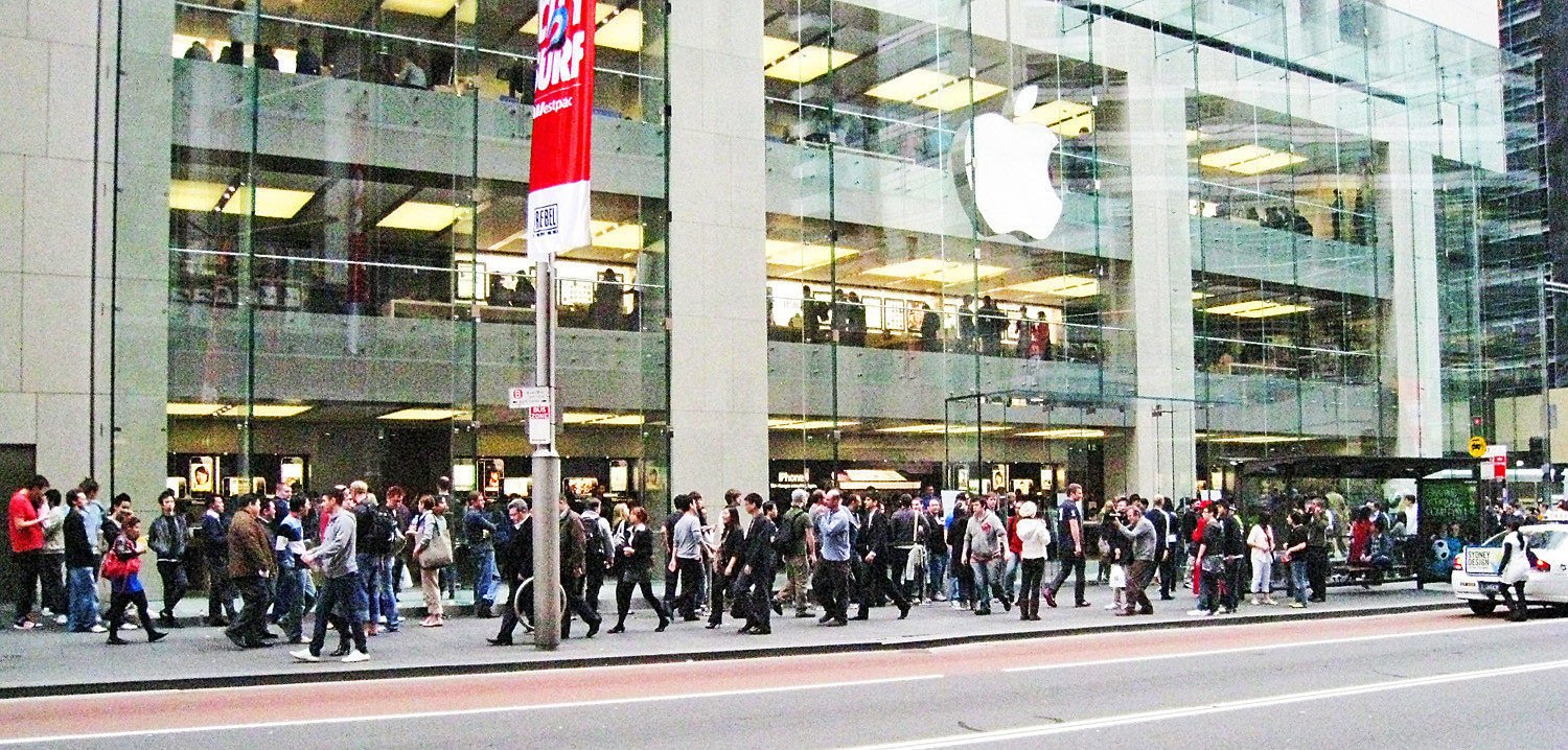 Queuing for an iPhone at the Apple Store
