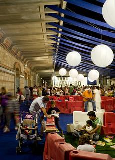 LaNocheDeLosNiños.org - intercambio de juguetes - recinto libros | by ecosistema urbano