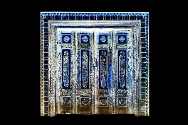 China - Kashgar - Old Door - 103dd