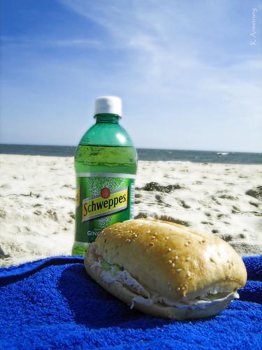 ocean blue vacation newyork canon sand towel sandwich longisland filter atlanticocean pointshoot schweppes gingerale easthampton mainbeach diffusionglow a460