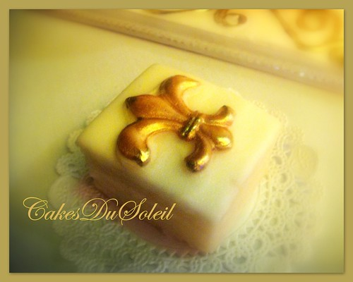 Golden Fleur-di-lis Petit Fors