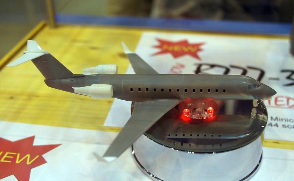 Bra Z Models 1/144 CRJ conversion for Revell Challenger | Flickr