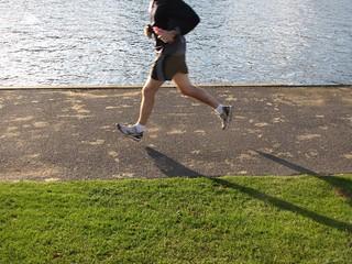 Henley jogs. | by @markheybo