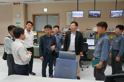 圖07.本會代表團參訪韓國現代石油公司煉油廠操作室2