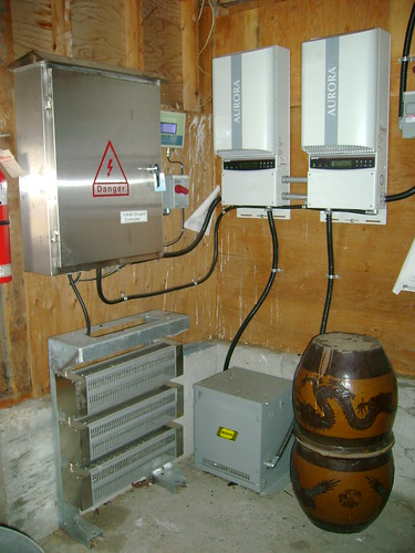 Dsc03821 At Left The 10 Kw On Grid Controller Box With