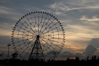 Sunset and ferris wheel | by Takashi(aes256)