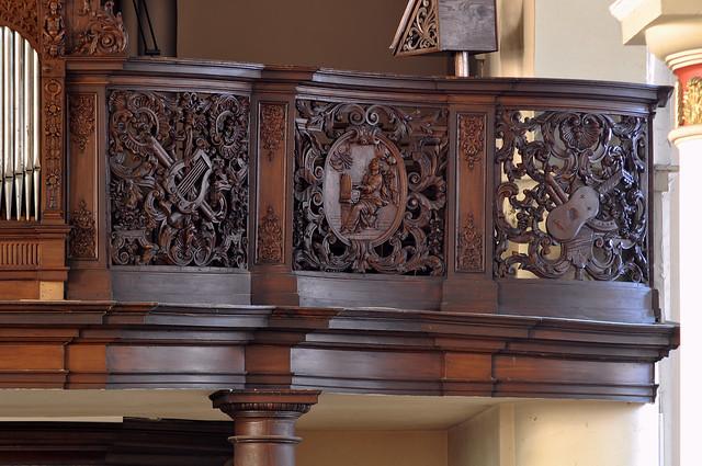 Hondschoote, Nord, Flandres, église Saint-Vaast, organ balcony, north side, musical carvings
