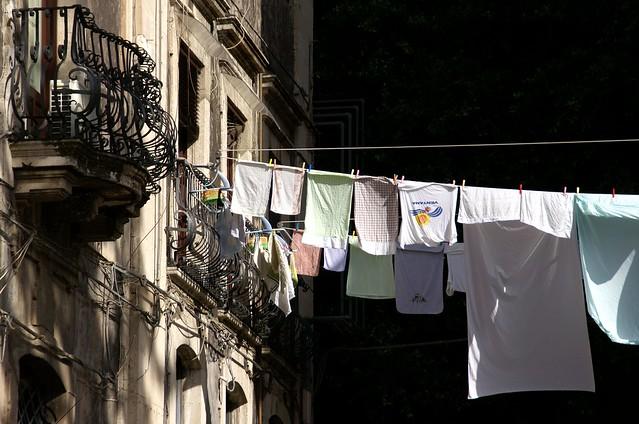 Catania, Piazza Asmundo, Waschtag (washday)