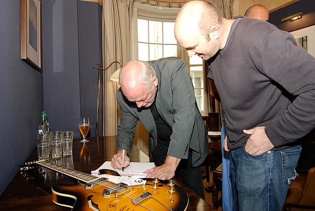 David Gilmour, Pup Aid guitar signing at Pub du Vin_DSC2365