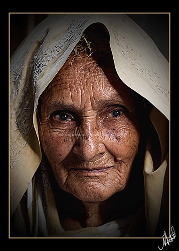 street old light portrait woman photography eyes lowlight expression low streetphotography streetportrait oldwoman features punjab ahmed wrinkles imran wrinkled rawalpindi muslimwoman ppa maskeen behindtheveil ishtiaq zuikodigital50mmf20 ishtiaqahmed poznflik imranmaskeen pakistaniphotographersassociation wrinkledwoman pakistanipublic alleysofrawalpindi fsuro270910031010