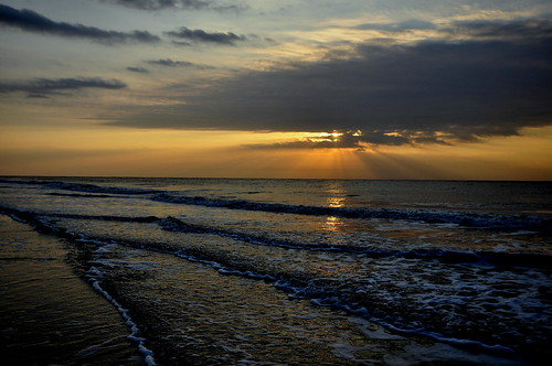 ocean morning beach water sunrise island golden waves glow x sunrays hiltonheadisland