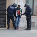 Els Mossos escorcallen als retinguts abans de deixar-los marxar
