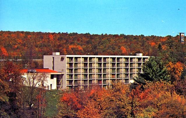 Howard Johnson's Motor Lodge Lake Harmony PA