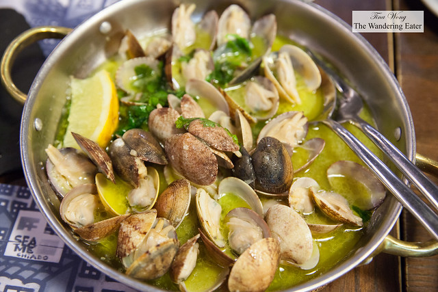 Clams and olive oil, cooked Portuguese style