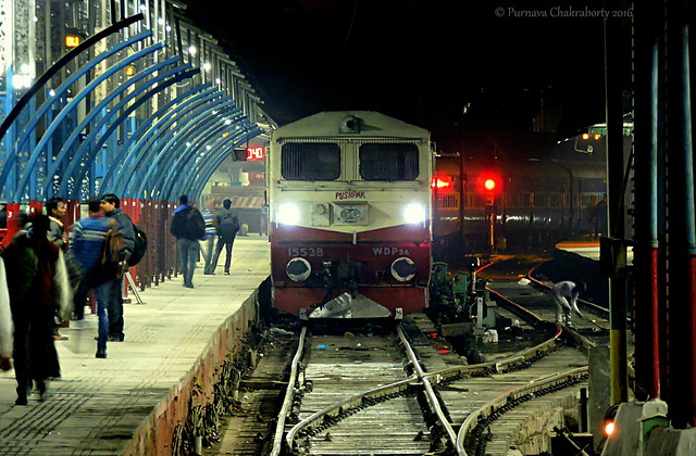 Indian Railways : ALCo WDP 3A Pushpak at Old Delhi Junction in midnight hours !